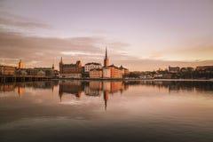 Coucher du soleil au-dessus de vieille ville de Stockholm, Suède Photo stock