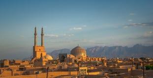Coucher du soleil au-dessus de ville antique de Yazd, Iran Images libres de droits