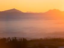 Coucher du soleil au-dessus des Alpes suisses Photographie stock libre de droits