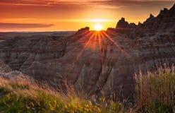 Coucher du soleil au-dessus des bad-lands du Dakota du Sud Photo libre de droits