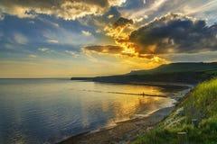 Coucher du soleil au-dessus des falaises chez Kimmeridge Photographie stock libre de droits