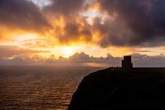 Coucher du soleil au-dessus des falaises de Moher photographie stock libre de droits