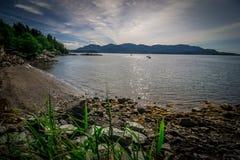 Coucher du soleil au-dessus des fjords de l'Alaska en voyage de croisière près de ketchikan Photos libres de droits