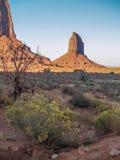 Coucher du soleil au-dessus des formations de grès de vallée de monument photographie stock libre de droits