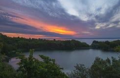 Coucher du soleil au-dessus des lacs Image stock