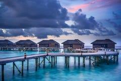 Coucher du soleil au-dessus des Maldives image stock