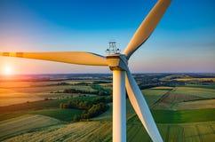 Coucher du soleil au-dessus des moulins à vent Photos stock