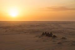 Coucher du soleil au-dessus des pyramides chez Jebel Barkal Images stock