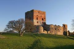 Coucher du soleil au-dessus des ruines de Hammershu Image stock