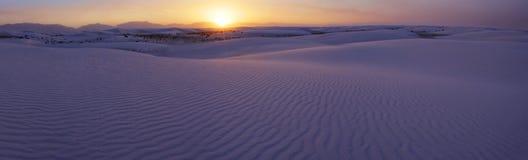 Coucher du soleil au-dessus des sables blancs du Mexique Photos stock