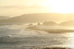 Coucher du soleil au-dessus des sud d'île de Lombok Image libre de droits