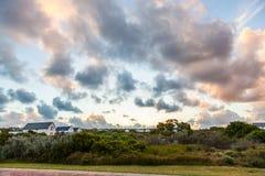 Coucher du soleil au-dessus du domaine de terrain de golf de liens au St Francis images stock