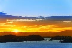 Coucher du soleil au-dessus du fjord d'Oslo norway image libre de droits