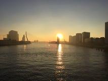Coucher du soleil au-dessus du fleuve Photographie stock libre de droits