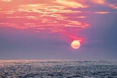Coucher du soleil au-dessus du Golfe du Mexique, Clearwater, la Floride Etats-Unis Images stock