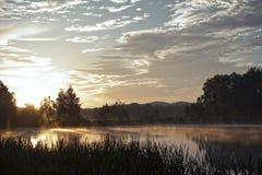 Coucher du soleil au-dessus du lac Images stock