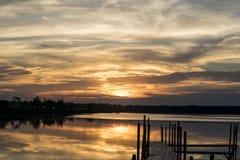 Coucher du soleil au-dessus du lac Photographie stock libre de droits