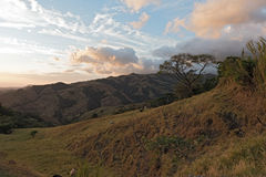 Coucher du soleil au-dessus du nuage Forest Reserve de Monteverde en Costa Rica 3 images libres de droits
