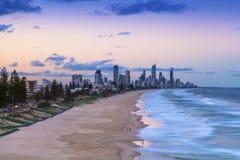 Coucher du soleil au-dessus du paradis de surfers sur la Gold Coast photos stock
