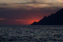 Coucher du soleil au-dessus du Scandola, Corse, France Images libres de droits