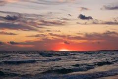 Coucher du soleil au-dessus du méditerranéen Photo stock