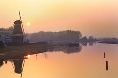 Coucher du soleil au fleuve Photos libres de droits