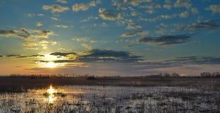 Coucher du soleil au fleuve dans Rostov Image libre de droits
