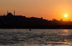 Coucher du soleil au klaxon d'or, Istanbul images libres de droits
