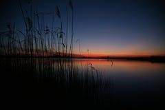 Coucher du soleil au lac Photographie stock