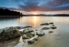 Coucher du soleil au lac Image libre de droits