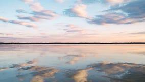 Coucher du soleil au lac calme Photo stock