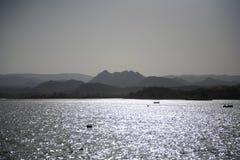 Coucher du soleil au lac Pichola photographie stock