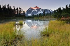 Coucher du soleil au lac picture images stock
