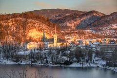 Coucher du soleil au lac saigné, Slovénie images stock
