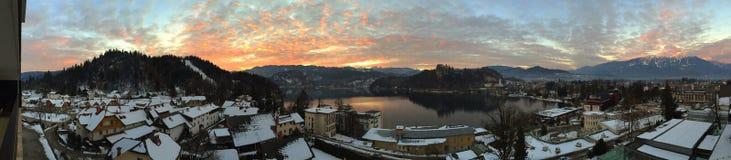 Coucher du soleil au lac saigné, Slovénie photo stock