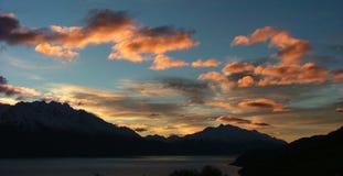 Coucher du soleil au lac Wakatipu, Nouvelle Zélande Image libre de droits