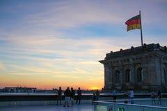 Coucher du soleil au milieu de Berlin photos libres de droits