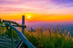 Coucher du soleil au NAK de Pha Hou de Chaiyaphum, Thaïlande Image libre de droits