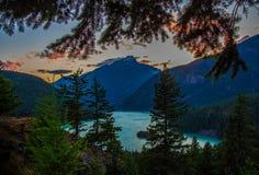 Coucher du soleil au parc national de glacier photos stock