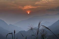 Coucher du soleil au passage de Hoang Lien Son Photos stock
