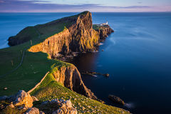 Coucher du soleil au phare de point de Neist, Ecosse Image stock