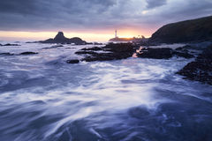 Coucher du soleil au phare de point de Pegoin Photo stock