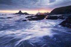 Coucher du soleil au phare de point de Pegoin photo stock