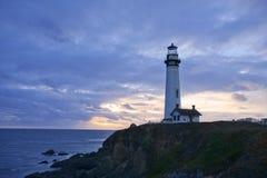 Coucher du soleil au phare de point de Pegoin photographie stock libre de droits