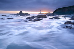 Coucher du soleil au phare de point de Pegoin Image stock