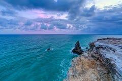 Coucher du soleil au phare de visibilité directe Morrillos, Cabo Rojo, Porto Rico Photo libre de droits