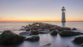 Coucher du soleil au phare nouveau Brighton de roche de perche image stock