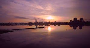 Coucher du soleil au pilier de la rivière de Tamsui Photo stock