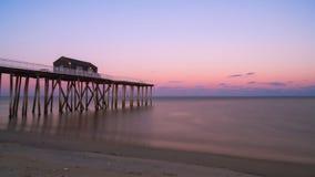 Coucher du soleil au pilier de pêche de Belmar dans le New Jersey Image stock