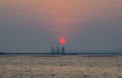 Coucher du soleil au pont Photographie stock libre de droits